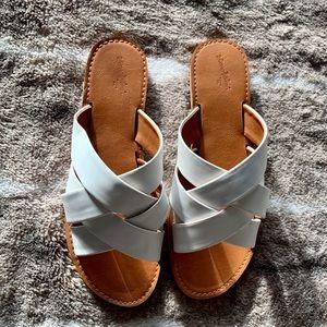 Universal Thread White and Cognac Slide Sandals